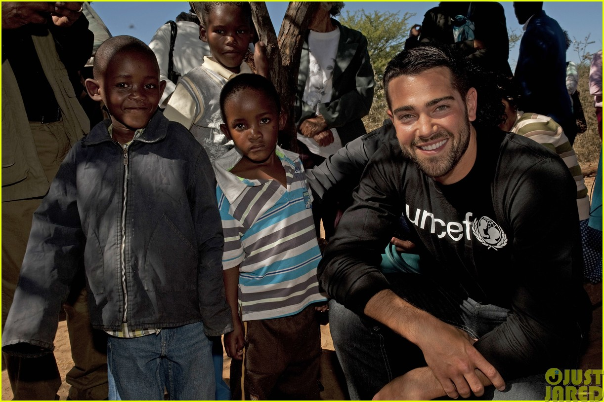 jesse metcalfe and cara santana take a trip to africa for unicef023121641