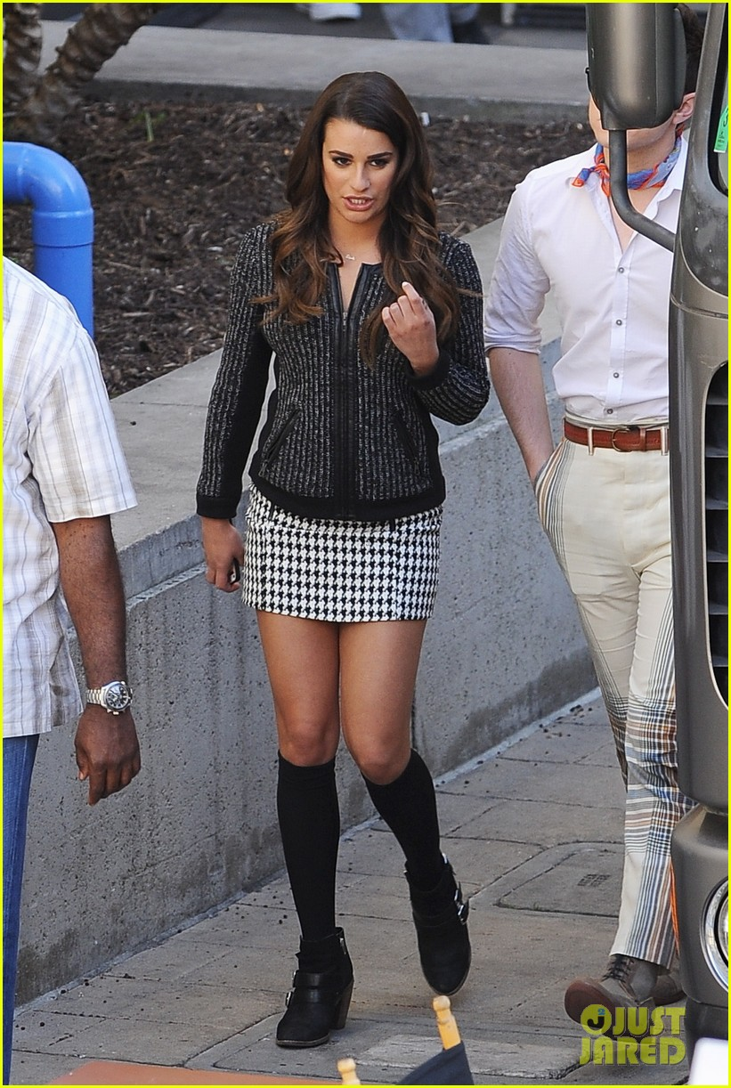 lea michele heather morris hang out on glee finale set 08