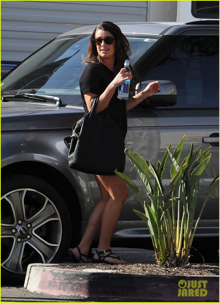 lea michele heather morris hang out on glee finale set 12