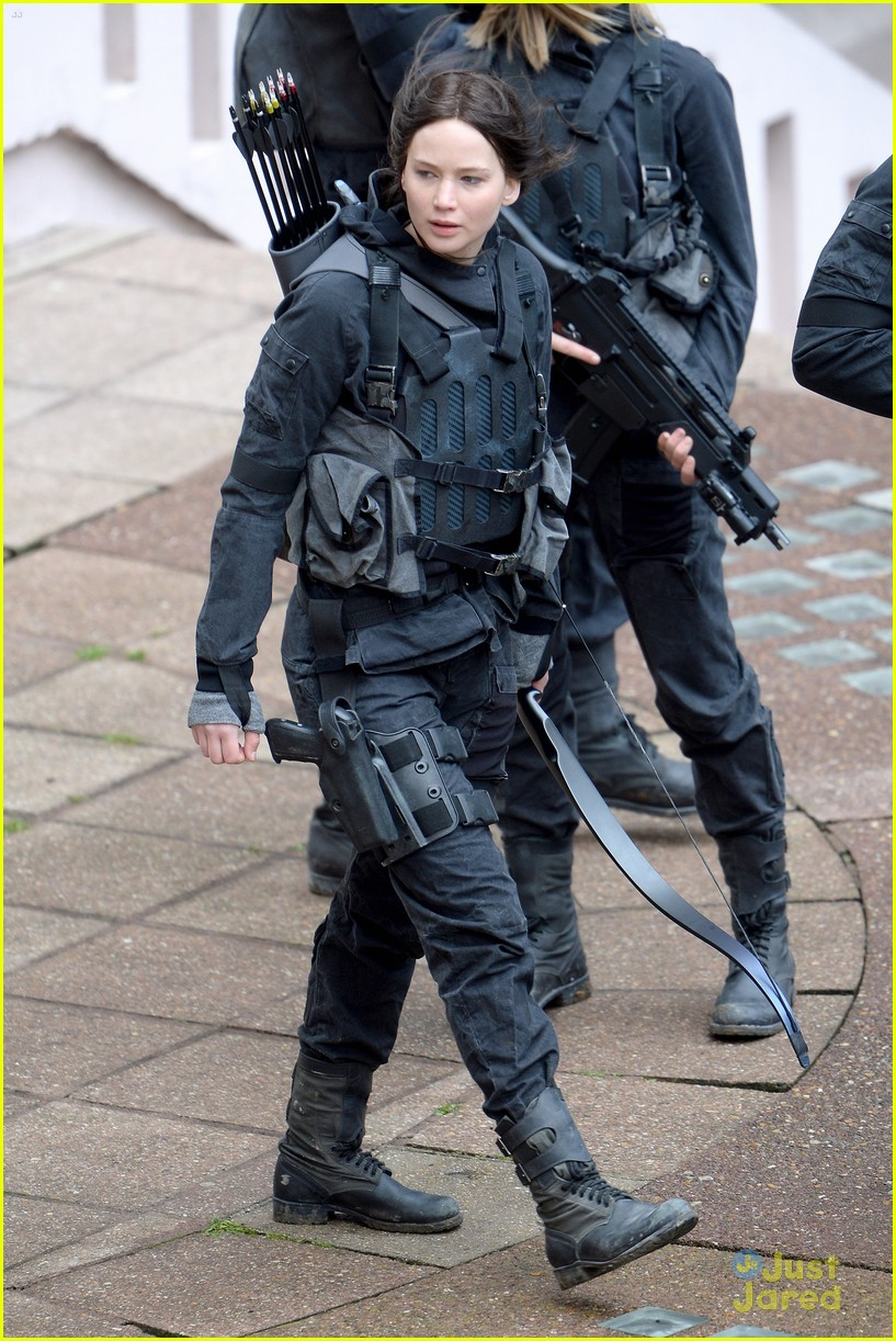 jennifer josh sam liam mockingjay combat wear 10