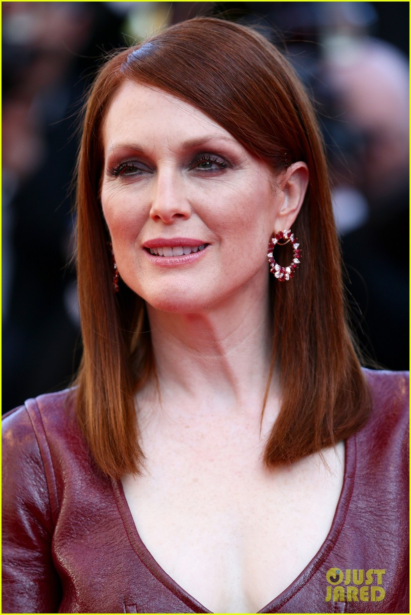 julianne moore as president coin in mockingjay first look 08