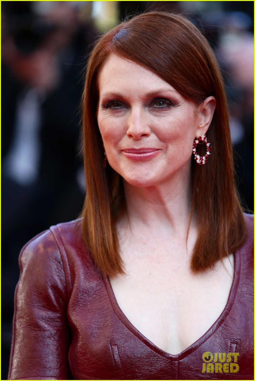 julianne moore as president coin in mockingjay first look 093114038