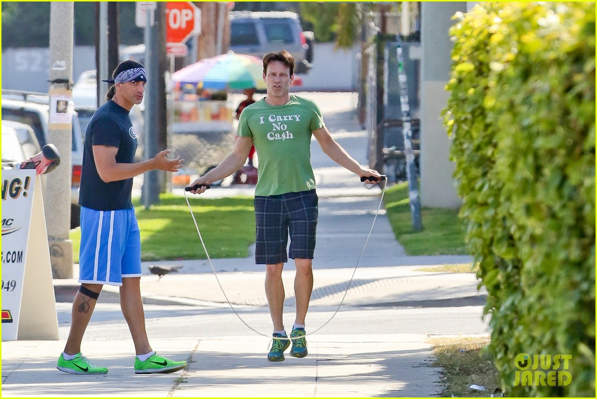 stephen moyer takes his workout to the streets 01