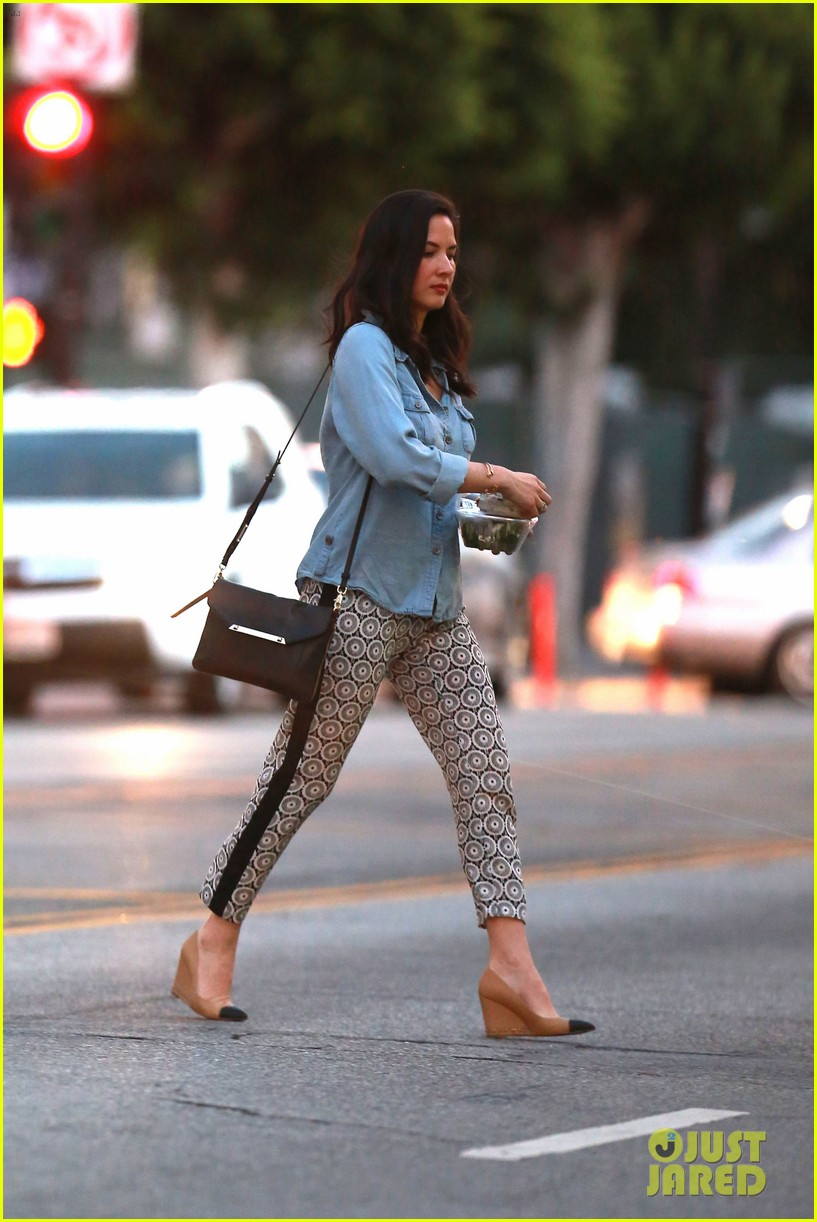 olivia munn steps out after aaron rodgers dating rumors 143113844
