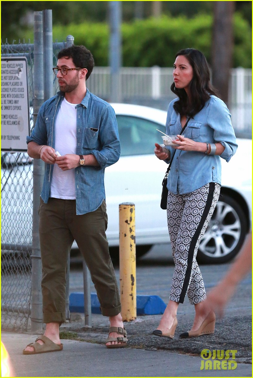 olivia munn steps out after aaron rodgers dating rumors 253113855