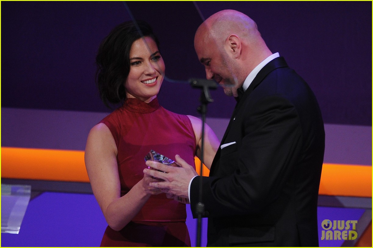 olivia munn presents award to dana white sports spec gala 103117229