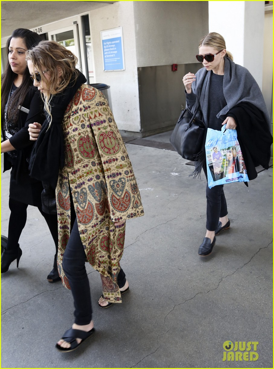mary kate ashley olsen arrive in los angeles 10