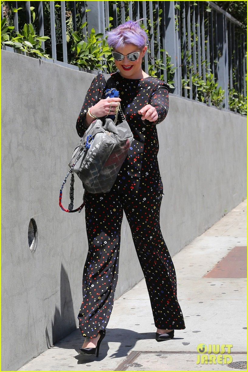 kelly osbourne goes super matchy matchy for mothers day 09
