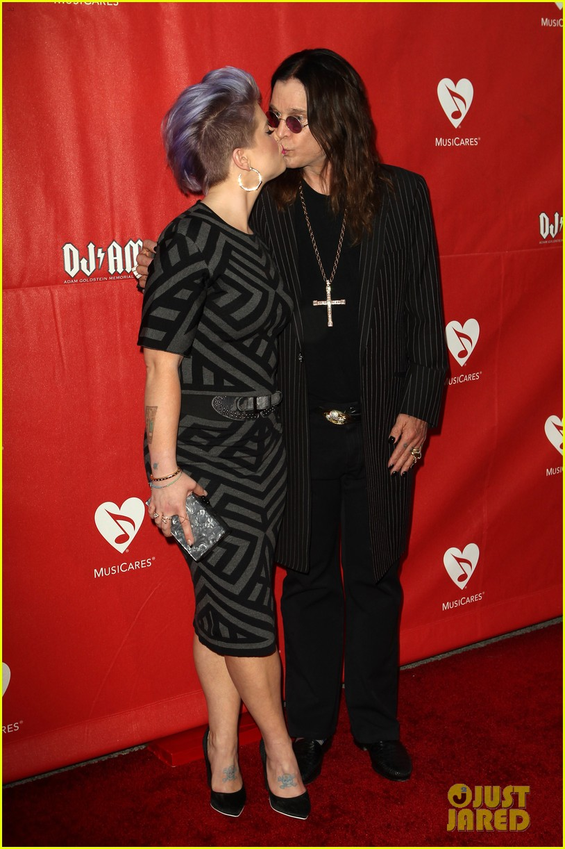 kelly osbourne supports father ozzy at musicares map fund benefit concert 113112382
