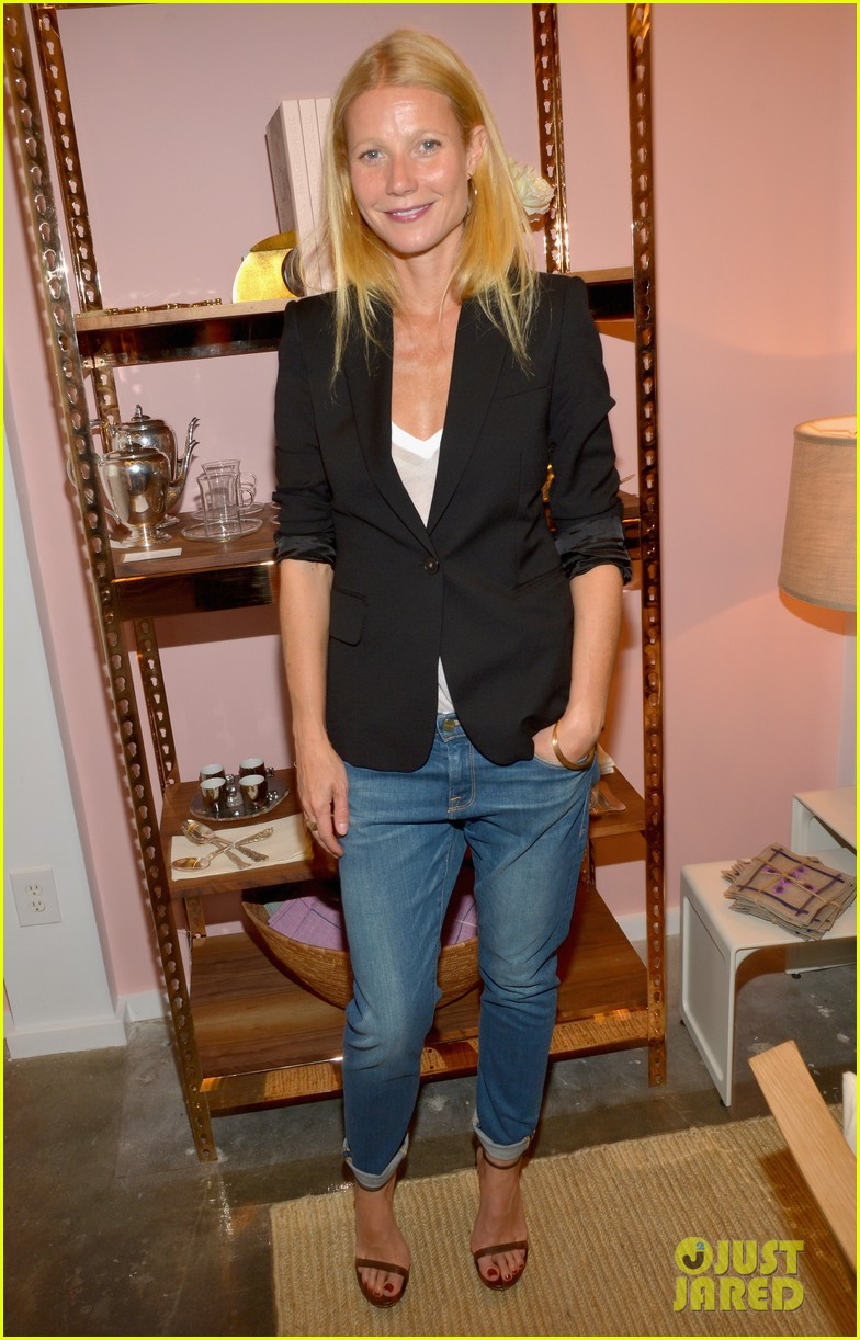 gwyneth paltrows mom is by her side for goop pop up 06