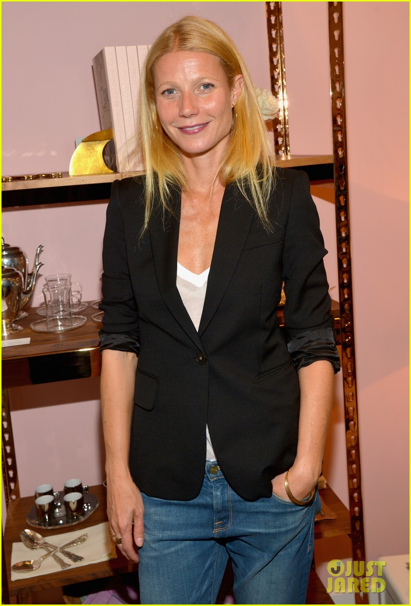 gwyneth paltrows mom is by her side for goop pop up 07