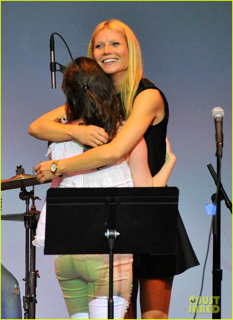 gwyneth paltrow hits the stage for poetic justice fundraiser 04