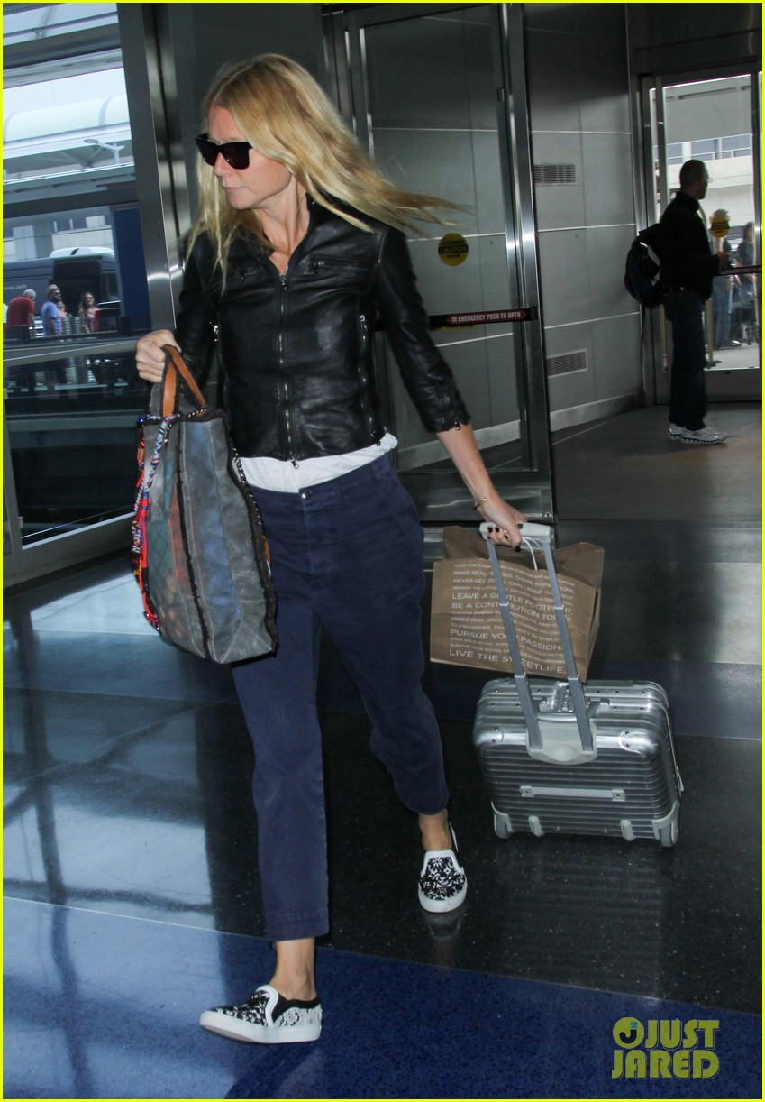 gwyneth paltrow flies out of town after dinner date with chris martin 11