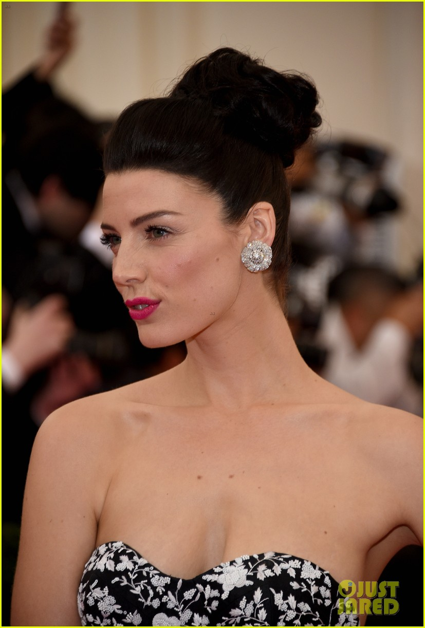 jessica pare met ball 2014 red carpet 02