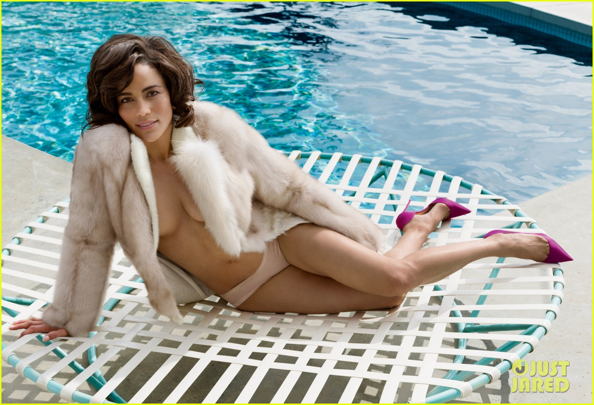 paula patton lounges topless poolside for vanity fair 013108636