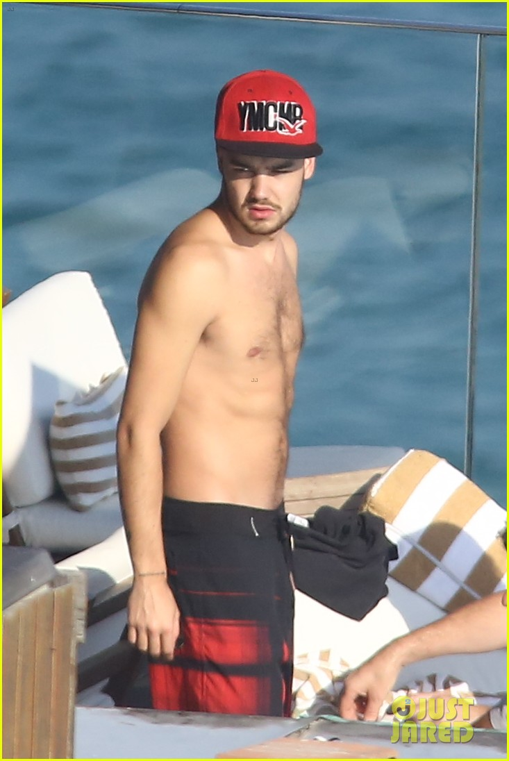 liam payne zayn malik lounge shirtless at the pool in rio 01