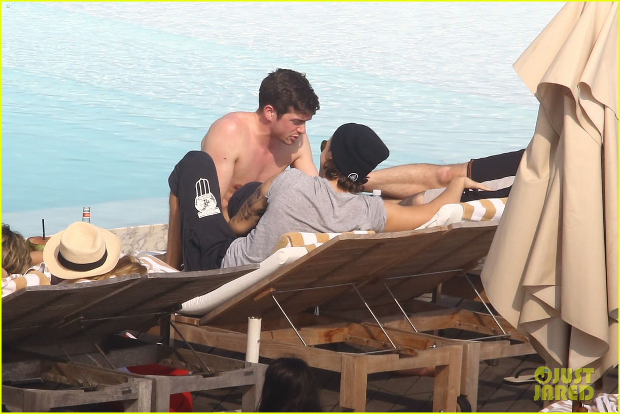 liam payne zayn malik lounge shirtless at the pool in rio 13