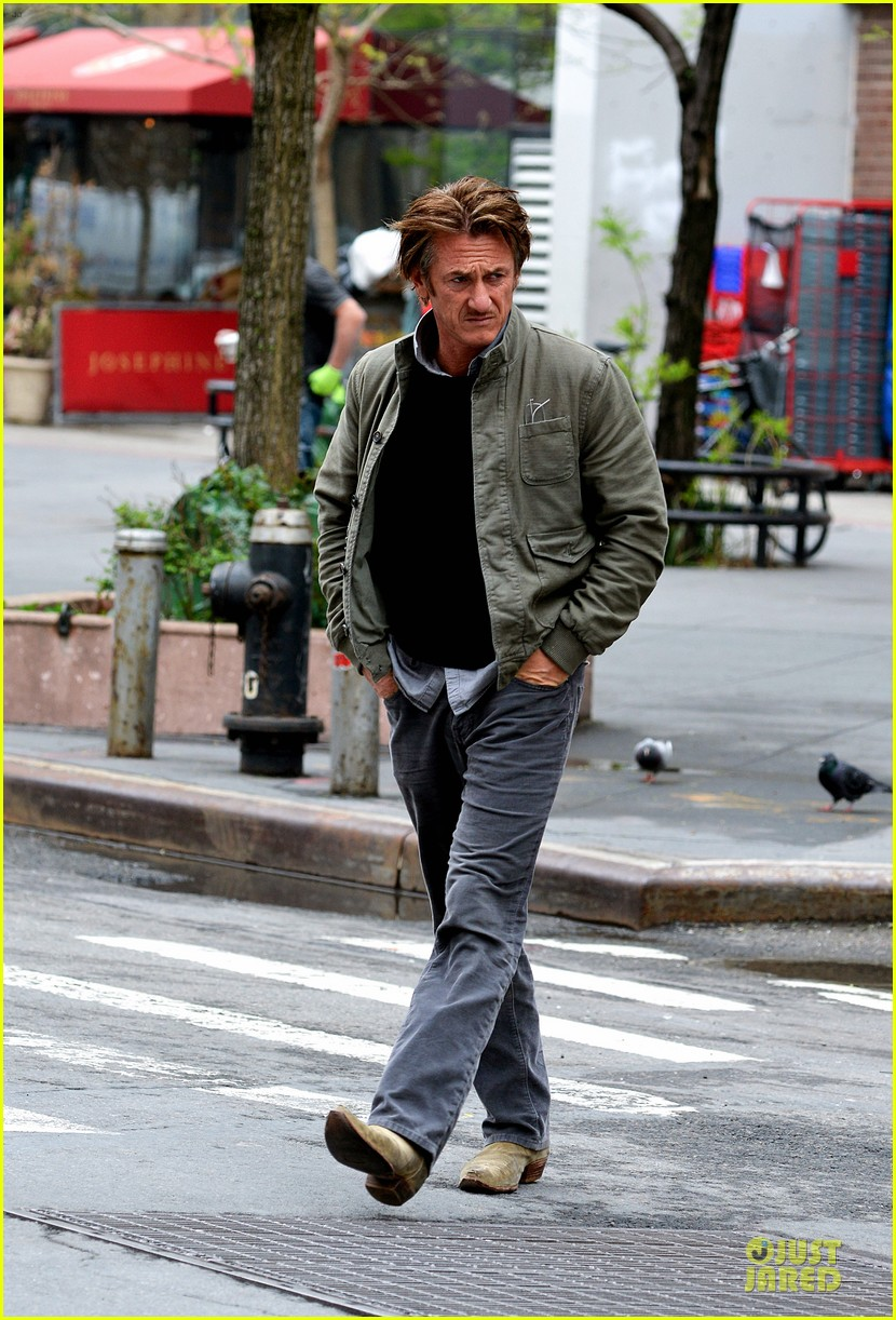 sean penn the gunman gets acquired 043110059