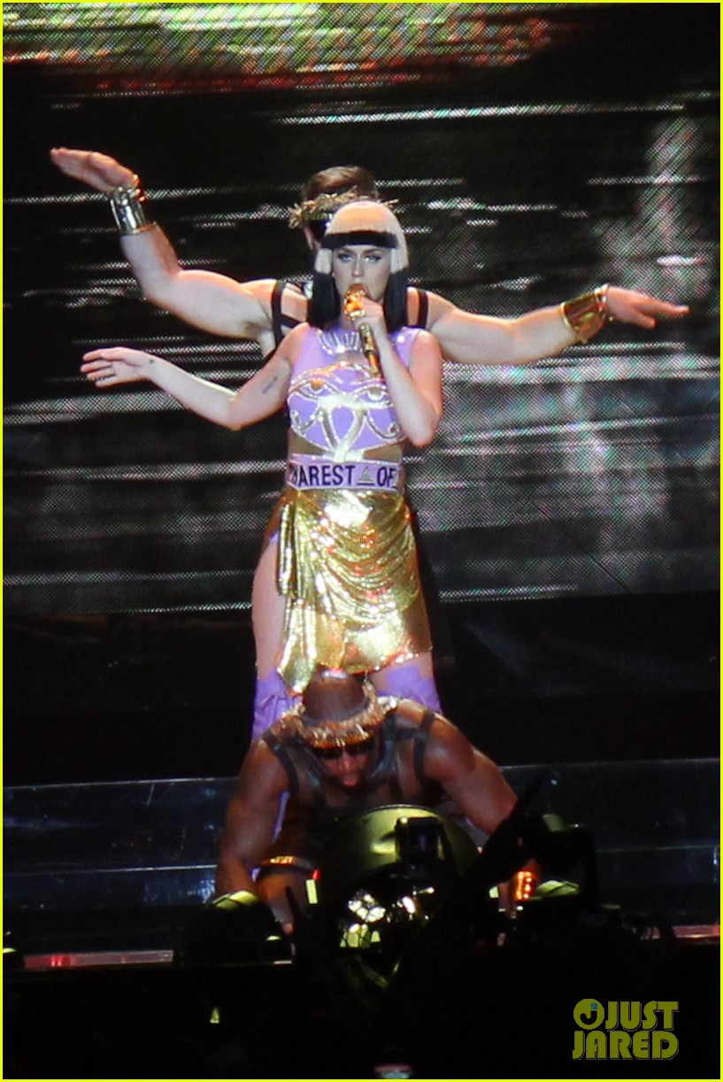 see all of katy perry crazy prismatic tour costumes here 203108227