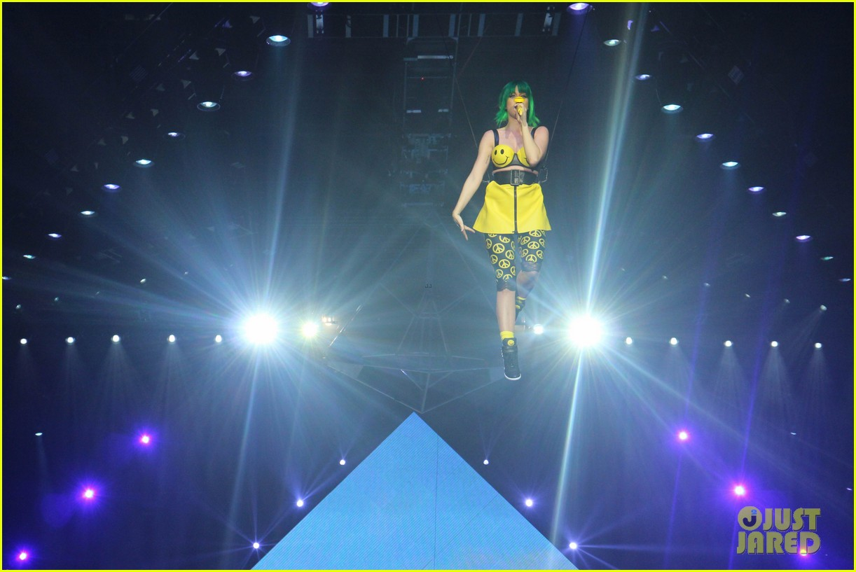 see all of katy perry crazy prismatic tour costumes here 24