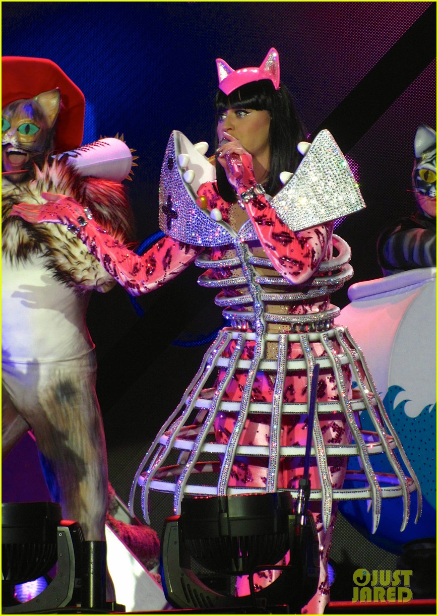 see all of katy perry crazy prismatic tour costumes here 543108261