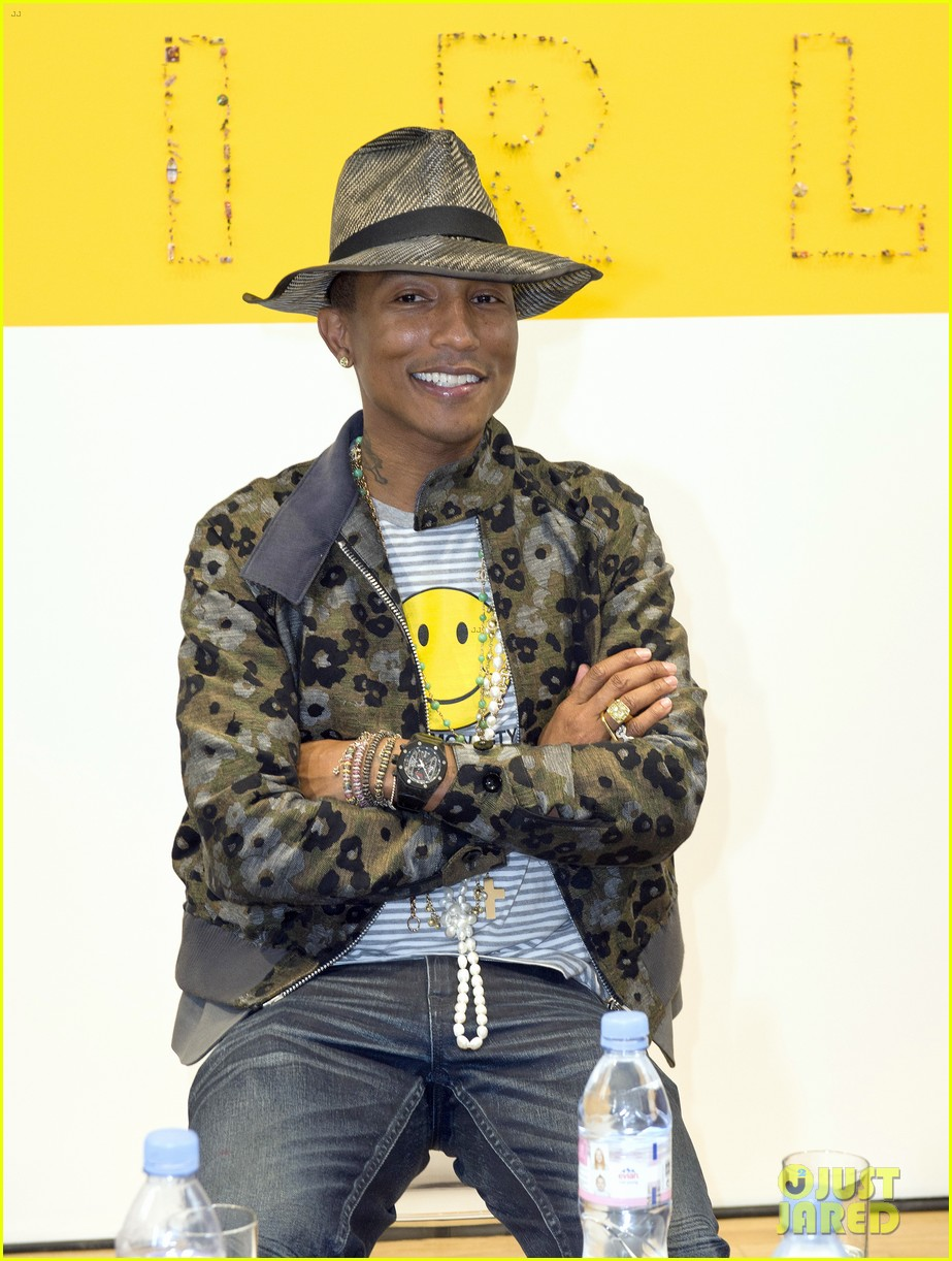 pharrell williams happy shirt paris art gallery opening 023122414