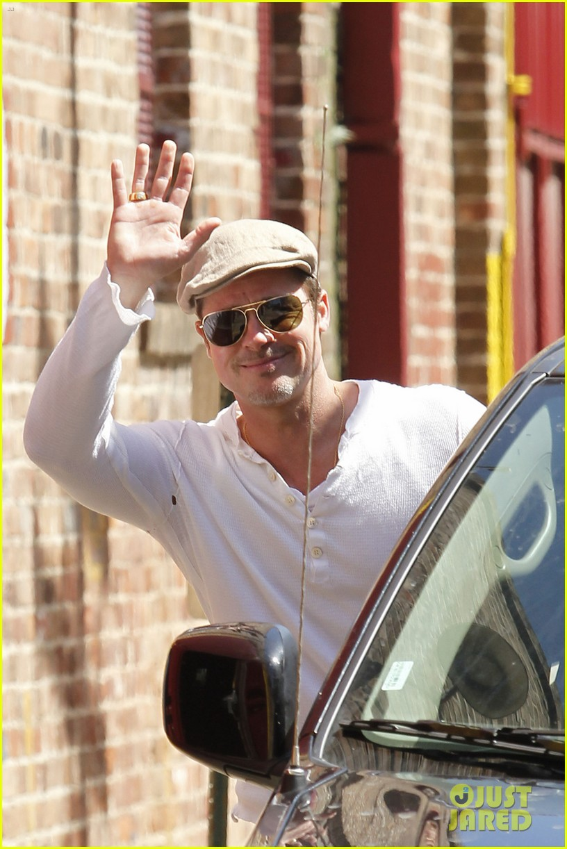brad pitt preps for the make it right gala in new orleans 013114348