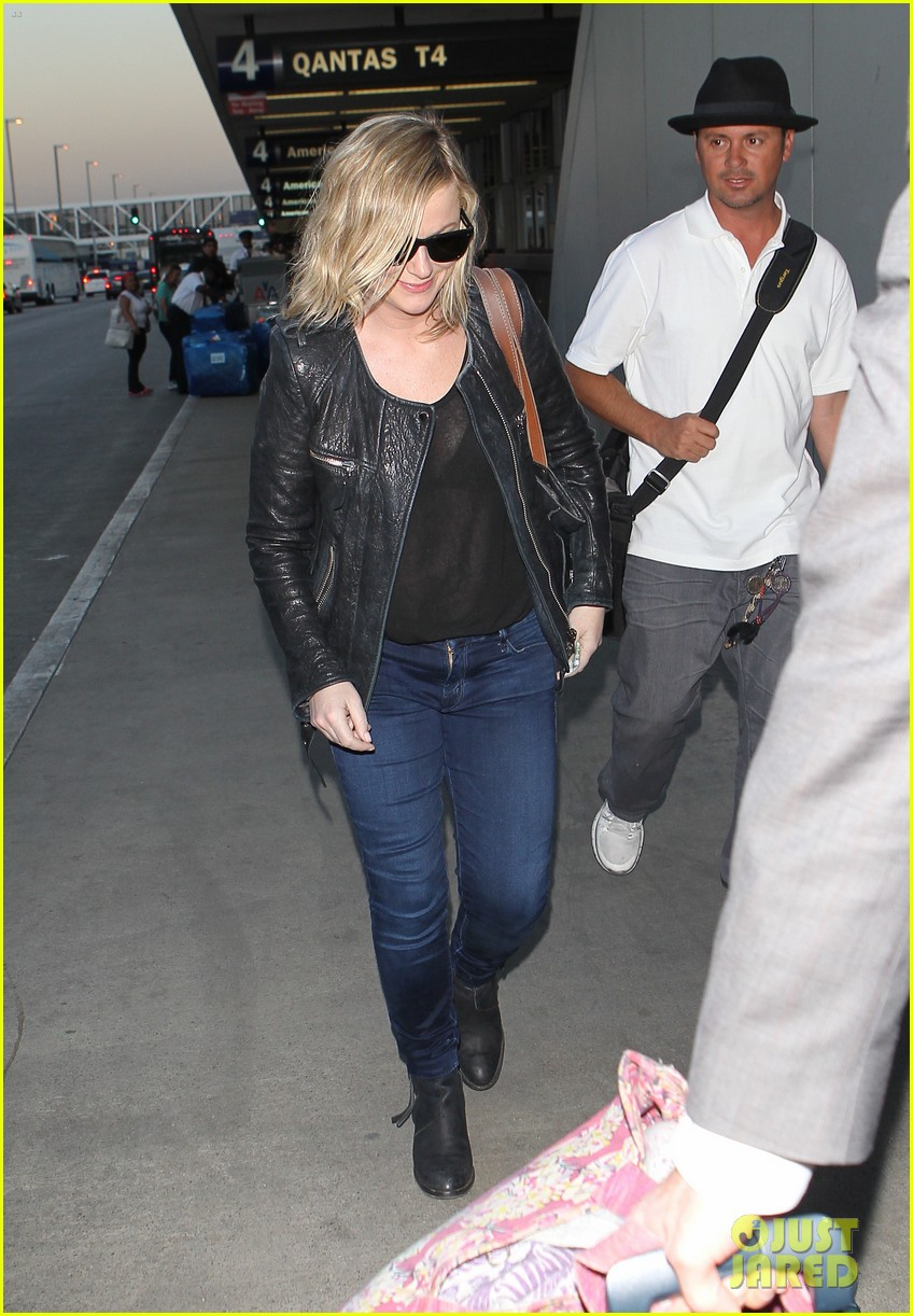 amy poehler back in la after performing at assscat 3000 at ucb 043103083