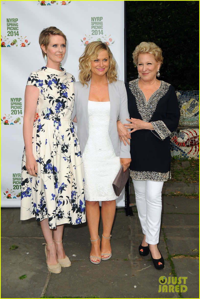 amy poehler drops by bette midler annual spring picnic 07