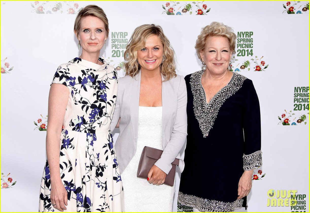 amy poehler drops by bette midler annual spring picnic 13