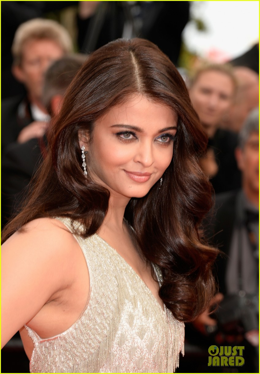 aishwarya rai works red carpet cannes 2014 04