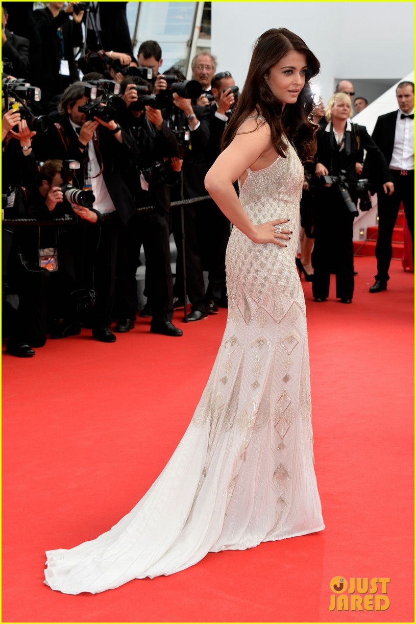 aishwarya rai works red carpet cannes 2014 073119013