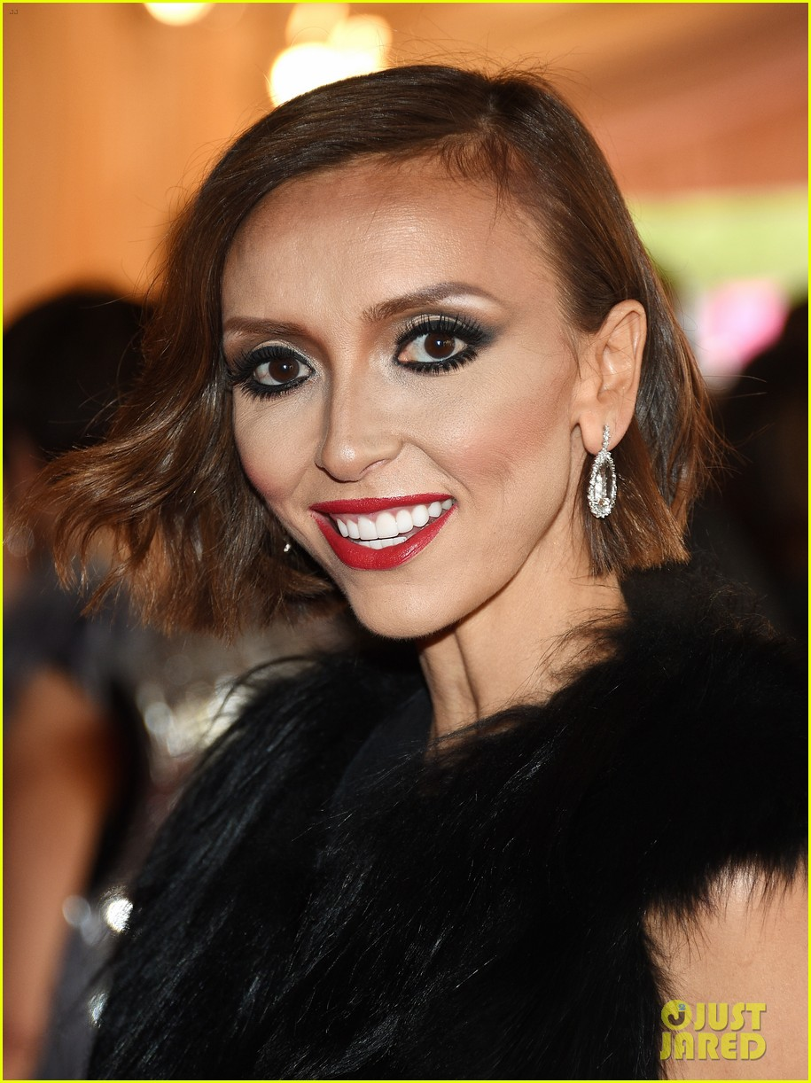 giuliana rancic is woman in black on met ball 2014 red carpet 02