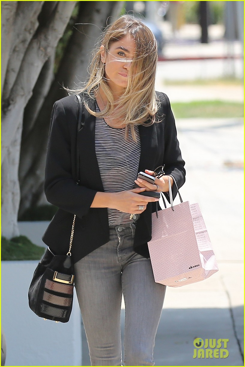 nikki reed blonde sunday horse 08
