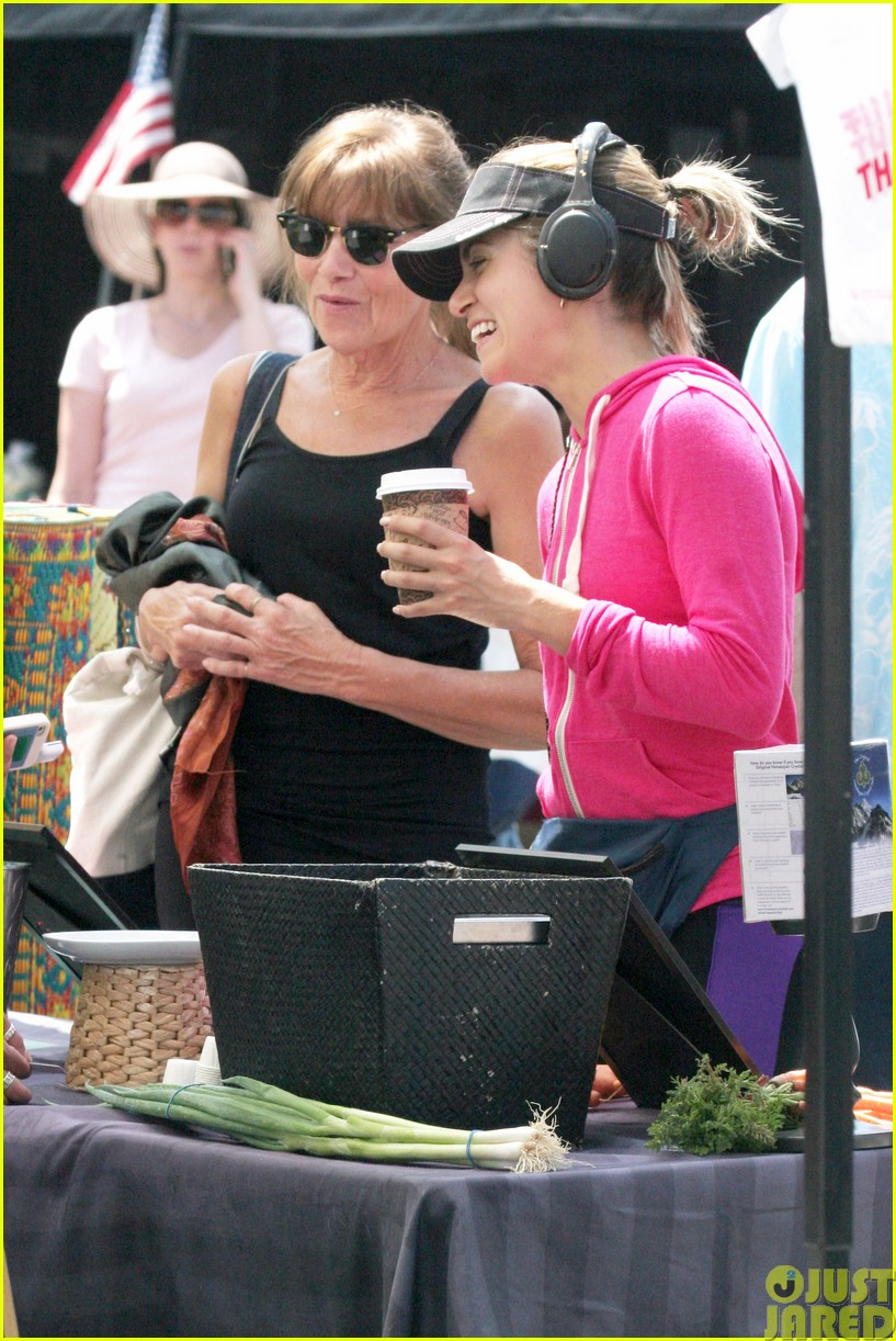 nikki reed is all smiles at the farmers market103122112
