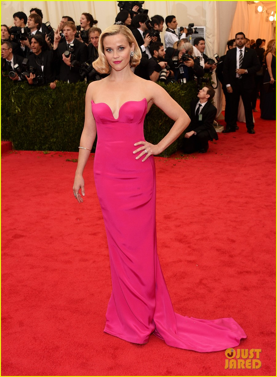 reese witherspoon met ball 2014 red carpet 03