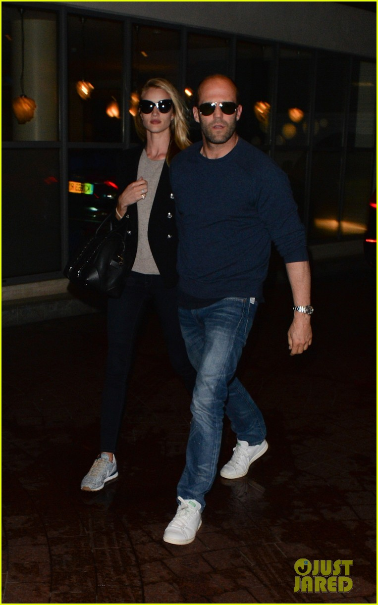rosie huntington whiteley back with her man after missing him 033122745