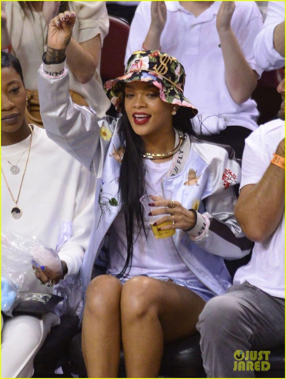 rihanna cheers on lebron james at nets heat game 06