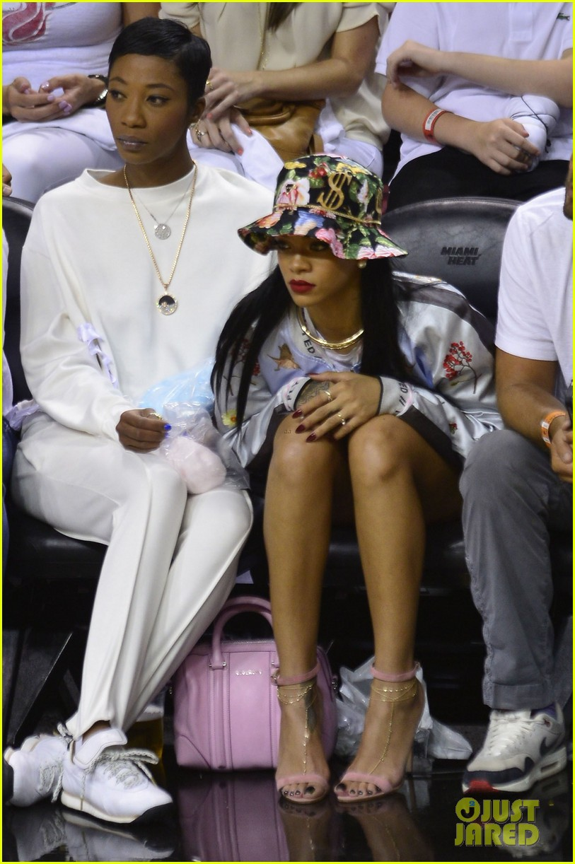 rihanna cheers on lebron james at nets heat game 133109077