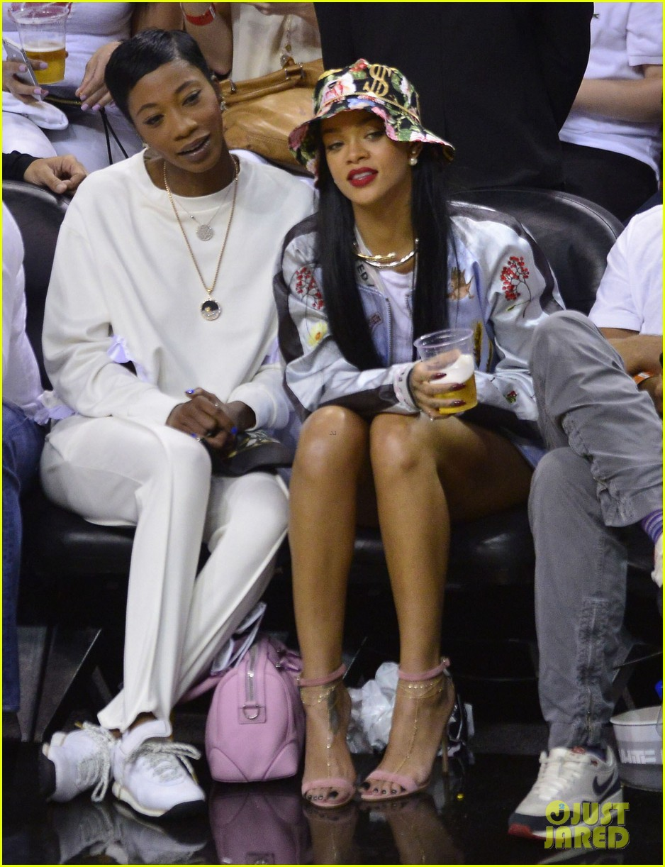 rihanna cheers on lebron james at nets heat game 143109078