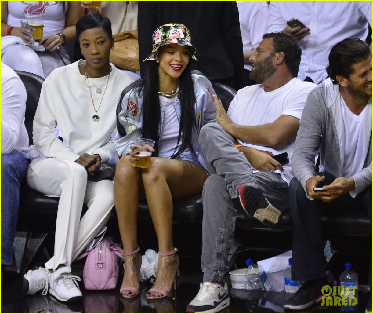rihanna cheers on lebron james at nets heat game 153109079