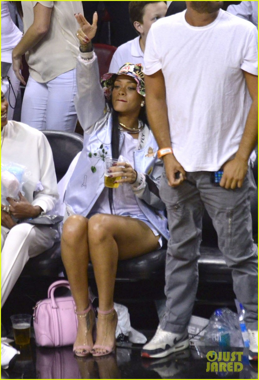 rihanna cheers on lebron james at nets heat game 16