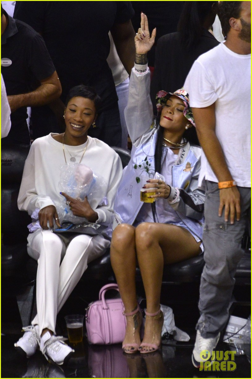 rihanna cheers on lebron james at nets heat game 193109083