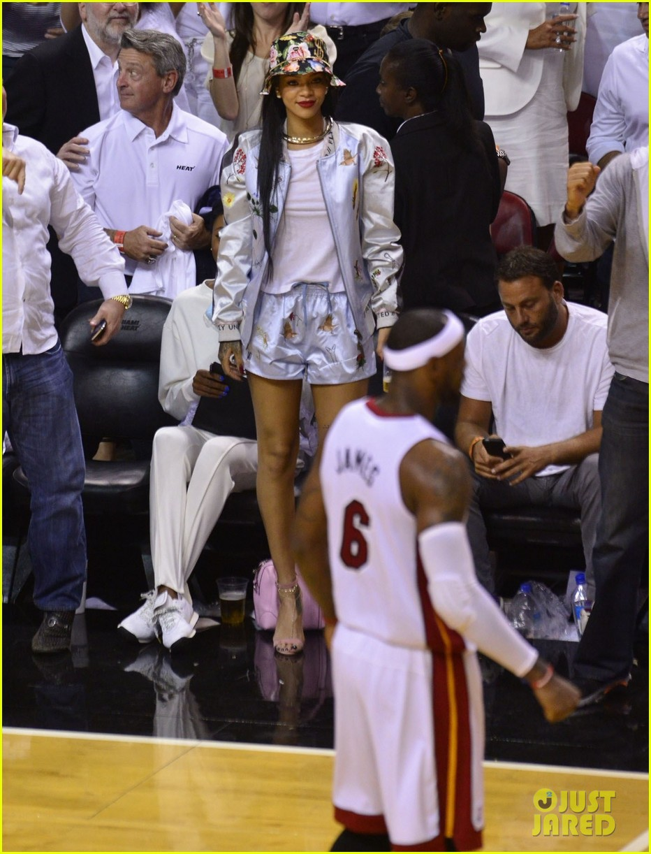rihanna cheers on lebron james at nets heat game 243109088