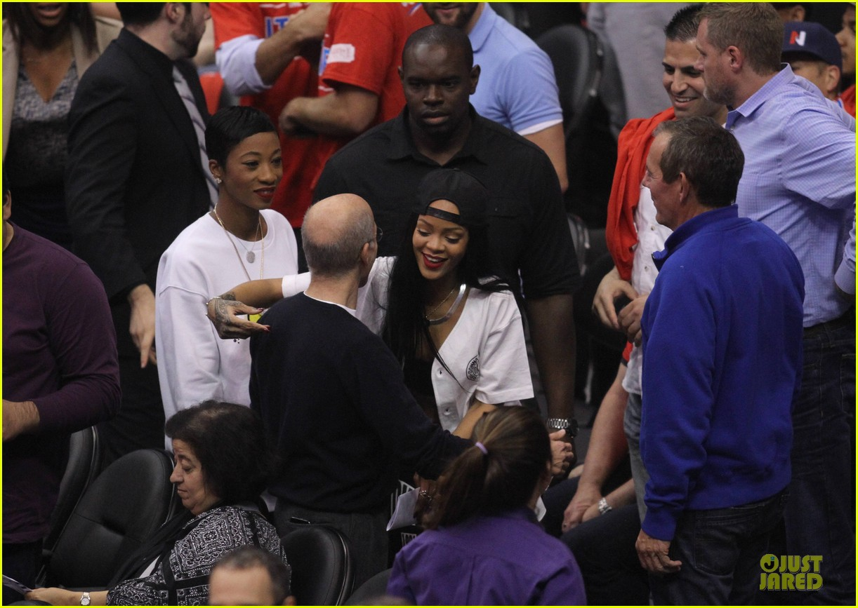 rihanna melissa forde cheer on clippers 02