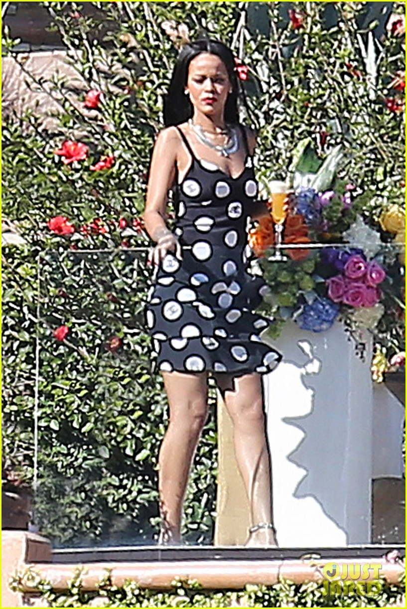 rihanna spends mothers day with family at malibu mansion 01