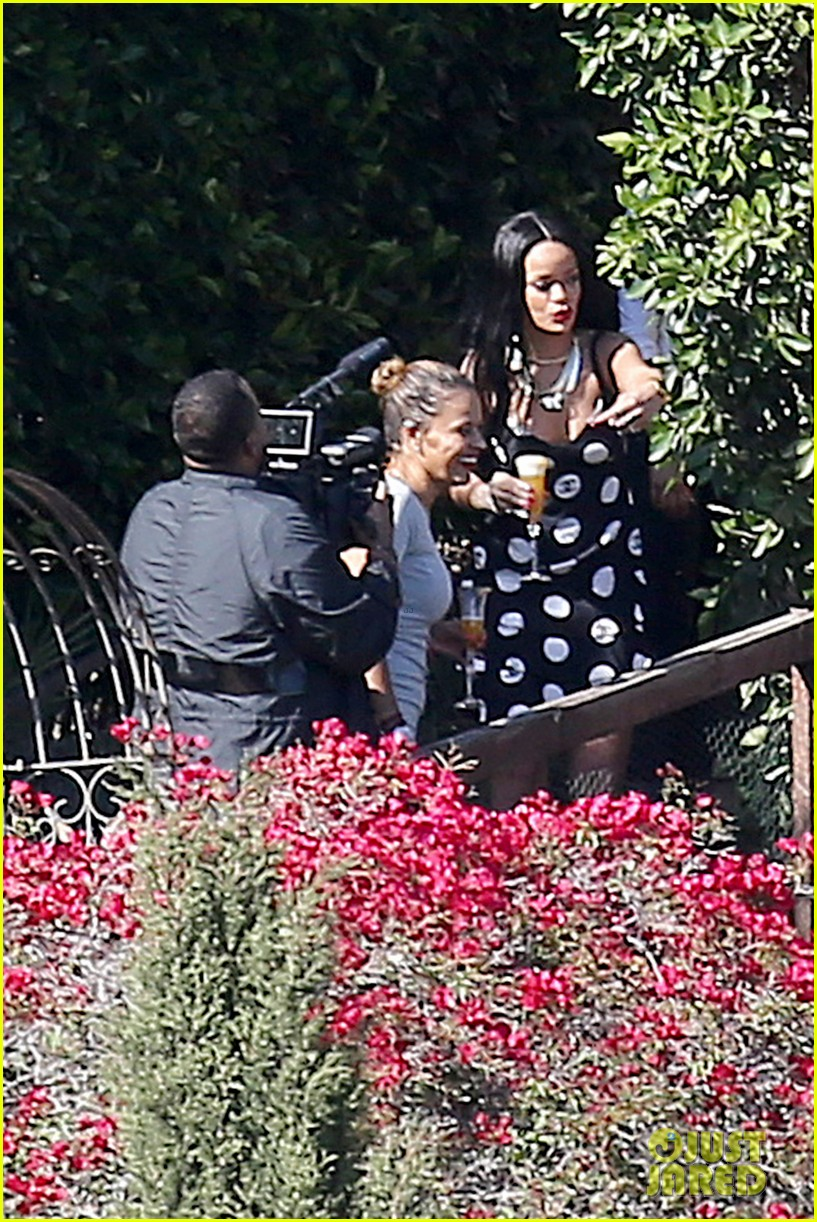 rihanna spends mothers day with family at malibu mansion 15