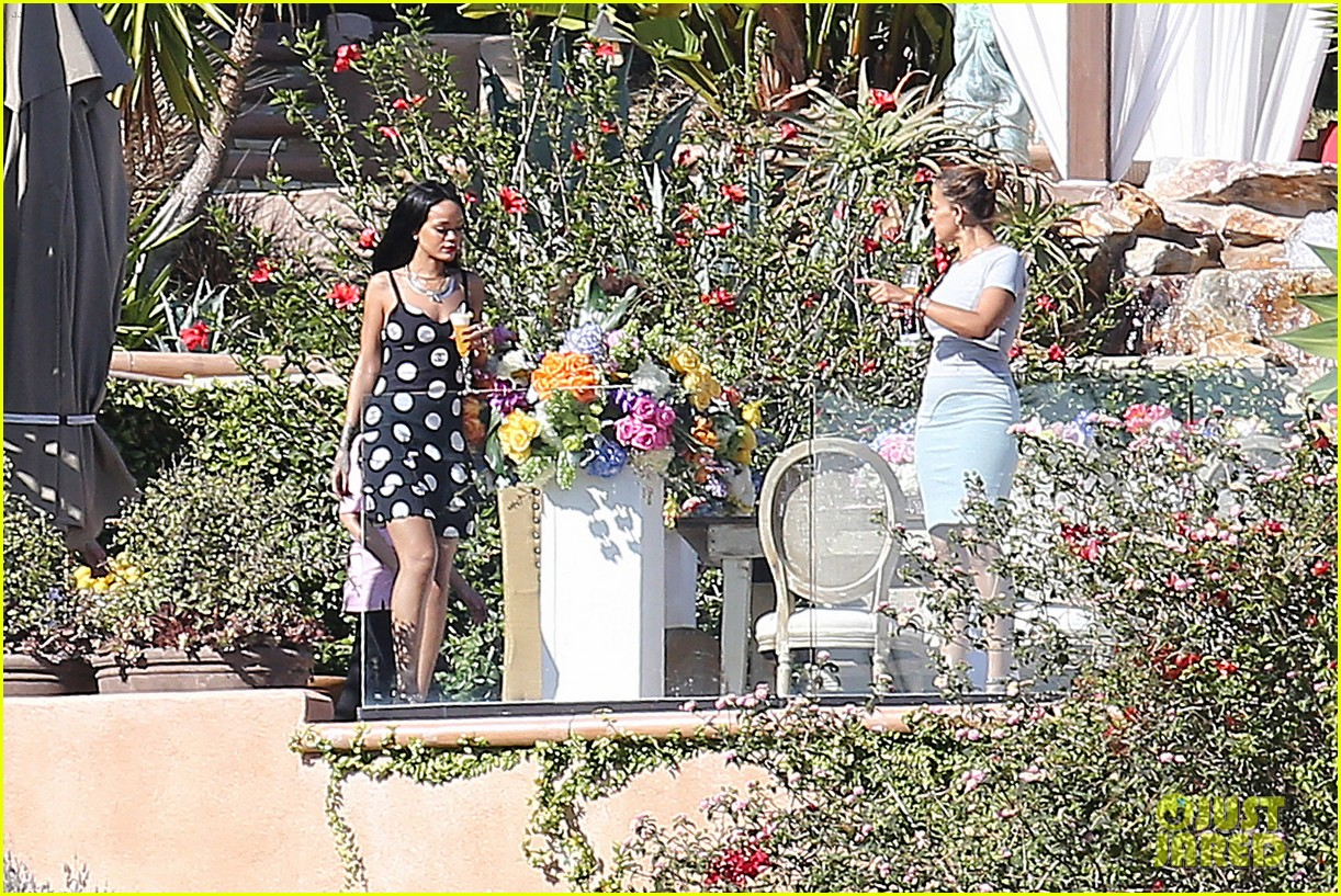 rihanna spends mothers day with family at malibu mansion 18