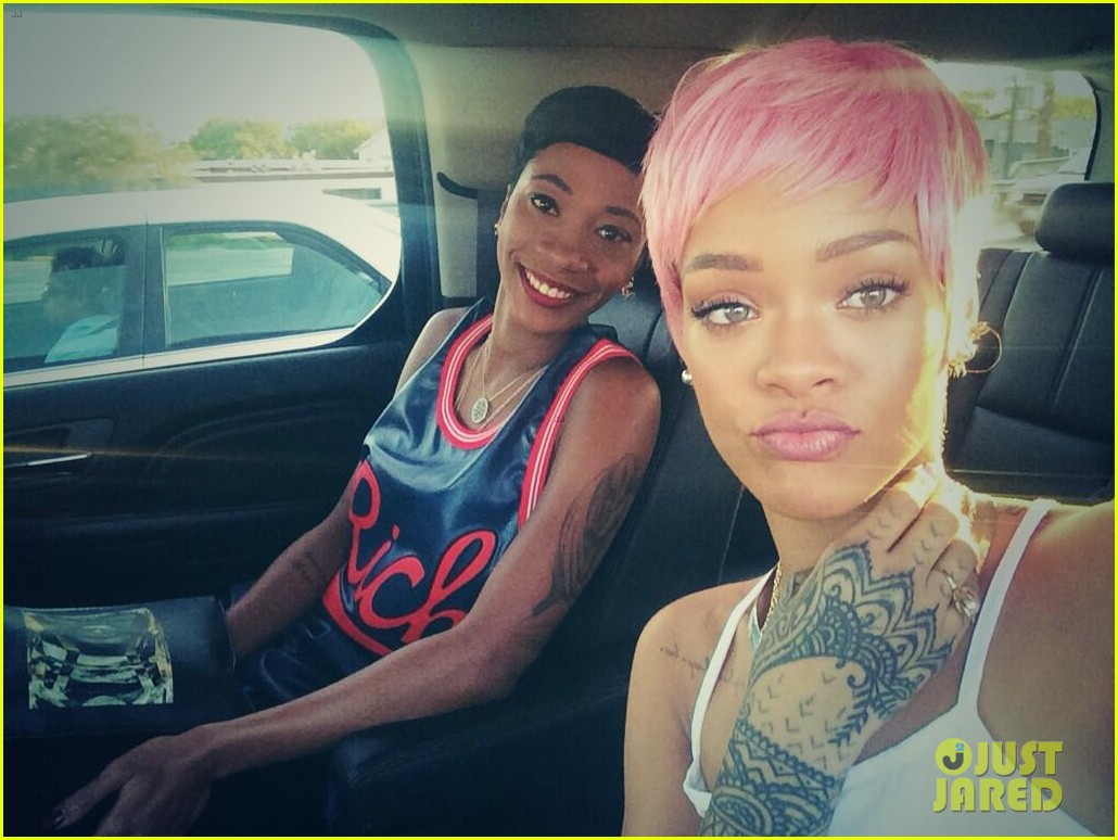 rihanna rocks short pink wig she took from nicki minaj 04