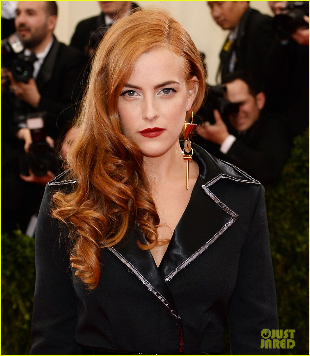 riley keough met ball 2014 red carpet 01